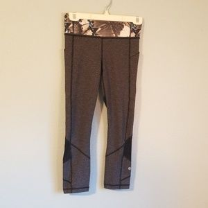 Very nice Lululemon ladies half pant, size 4
